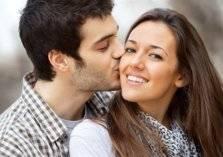 """دراسة: """"تقبيل"""" الزوجة يطيل العمر ويكسب المال!"""