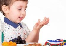 إجبار طفلك على الصيام يؤثر عليه سلباً