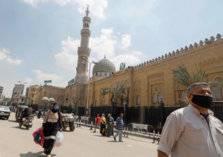 شاهد.. هروب إمام مسجد مع المصليين بعد أداء صلاة العيد