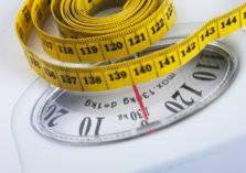 حيل غريبة لإنقاص الوزن.. منها الضحك والنوم!
