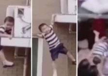 شاهد.. لحظة إلتقاط طفل سقط من الطابق الخامس