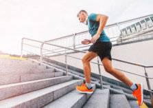 """رياضة """"الدرج"""" لإنقاص الوزن وبناء العضلات.. إليكم أبرز التمارين"""
