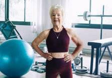 شاهد.. مسنة تكافح السمنة لتصبح مدربة كمال أجسام