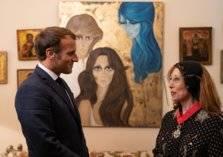 ماذا أهدى ماكرون الفنانة فيروز خلال زيارته لمنزلها؟
