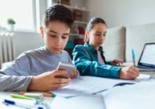 كن حذراً.. تطبيقات التعليم عن بعد تنتهك خصوصية الطفل