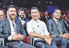 بعد 10 سنوات.. رونالدو وميسي يخسران لقب أفضل لاعب