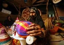 بالصور .. فنون دبي العربية الأصيلة في سوق الجمعة
