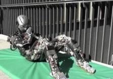 شاهد.. روبوتات تعلم البشر أصعب التمارين الرياضية