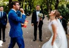 بالصور: أجمل اللحظات العفوية بحفلات زفاف 2020