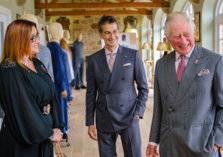 بالصور: أزياء مستدامة بذوق الأمير تشارلز