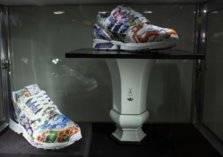 """"""" للبيع"""" حذاء رياضي فريد.. بسعر مليون دولار"""
