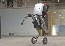 شاهد..روبوتات تستقبل العام الجديد بالرقص