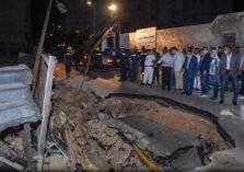 بالصور: الأرض تبتلع سيارة ومصرع سائقها!