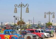 أكثر من 50 سيارة كلاسيكية تتجول في شوارع الشارقة