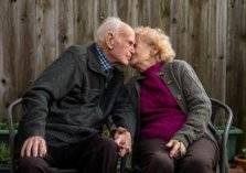 زوجان يحتفلان بعيد زواجهما الـ 80.. الأطول في تاريخ بريطانيا