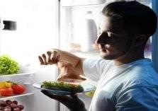 نظرية جديدة..تناول الطعام قبل النوم لا يسبب السمنة!