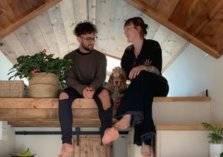 هرباً من كورونا.. زوجان يختاران العيش في منزل متنقل