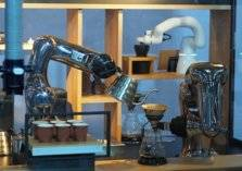 في دبي.. تناول قهوتك من يد روبوت لأول مرة في العالم