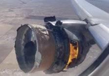مشهد مروع.. تطاير أجزاء من طائرة ركاب فوق المدينة