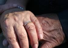 بعد 12 سنة حب.. تزوجا في سن الـ 91 عاماً