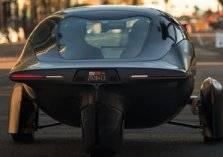 بسعر اقتصادي.. سيارة تعمل بالطاقة الشمسية وبـ 3 عجلات