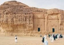 ما سر انجذاب السياح لمنطقة العلا السعودية؟