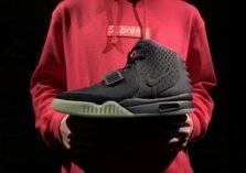 حذاء رياضي مستعمل بسعر مليون دولار... ما القصة؟