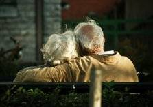 الحب أقوى من الزهايمر.. مسنان يهربان من دار الرعاية بحيلة ذكية