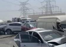 بالصور: حادث تصادم جماعي على شارع الإمارات