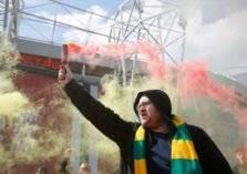 كيف يقوم مانشستر يونايتد بامتصاص غضب الجمهور؟