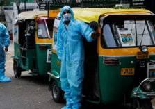 """في الهند.. الـ""""توك توك"""" عوضاً عن سيارة الإسعاف لإنقاذ مصابي كورونا"""