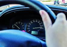 شاهد.. سائق متهور يحدث كارثة في الرياض ويلوذ بالفرار!