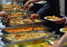 لماذا أطعمة البوفيهات تسبب السمنة؟