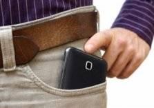 دراسة: وضع الموبايل في جيب البنطلون يدمر الحيوانات المنوية