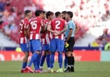 """بسبب كلمة للحكم.. """"شاهد"""" لاعب أتلتيكو مدريد مهدد بالإيقاف 12 مباراة"""