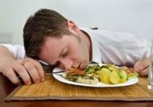 لهذه الأسباب.. إياك أن تنام بعد تناول الطعام!